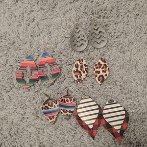 Bundle of 5 leather earrings